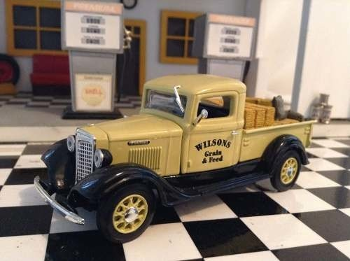 International C Series 1934 Matchbox 1/43