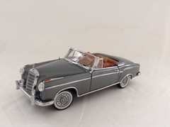 Mercedes Benz 220SE Convertible (1958) - Sun Star 1/18