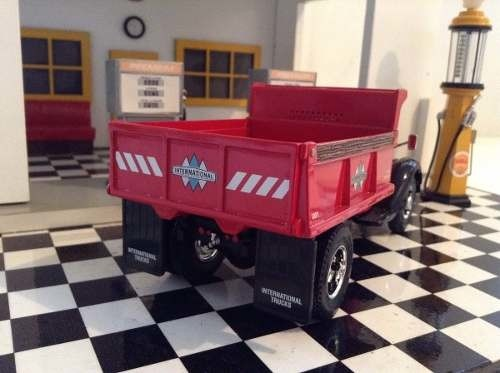 International Kb-10 Dump Truck First Gear 1/34 na internet