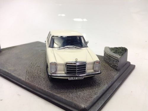 Mercedes 220 D Auto Art 1/43 na internet