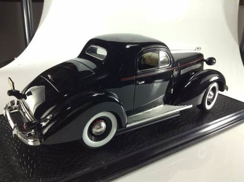 Pontiac Deluxe 1936 Signature Models 1/18 - B Collection