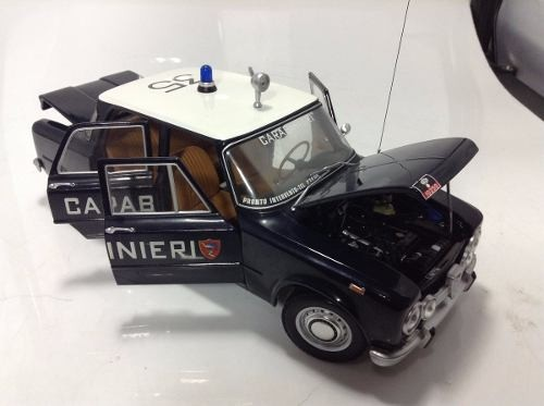 Alfa Romeo Giulia Carabinieri 1970 Minichamps 1/18 - B Collection