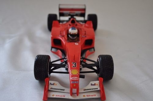 Ferrari F2001 Rain Tires Schumacher Hot Wheels 1/18 - comprar online