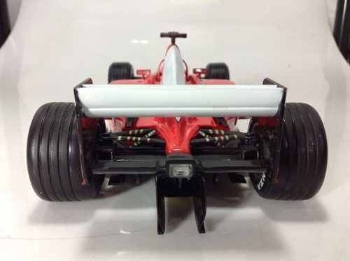 Ferrari F2002 Schumacher Hot Wheels 1/18 na internet