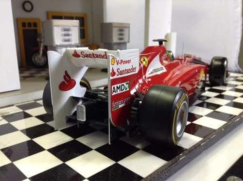 Ferrari F2012 F.massa Hot Wheels 1/18 na internet