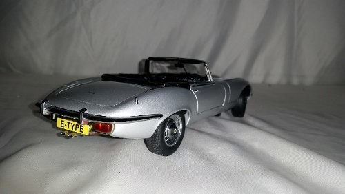 Jaguar E Type V12 Auto Art 1/18 na internet