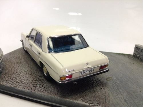 Mercedes 220 D Auto Art 1/43 - B Collection