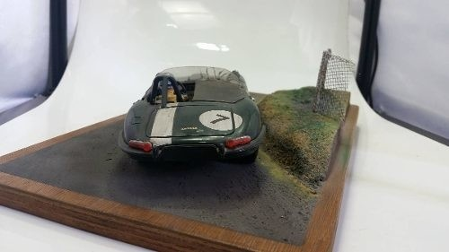 Diorama Jaguar E Type 1/18 na internet