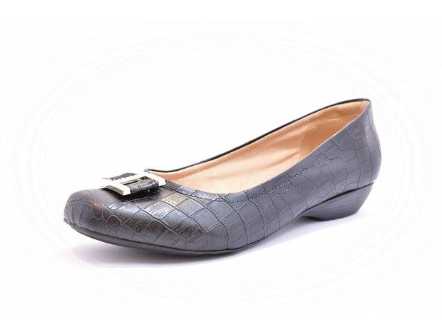 21a554b82e Sapato Feminino Tamanho Grande Salto Baixo Renata Della Vecchia Preto  Numeração Especial 40