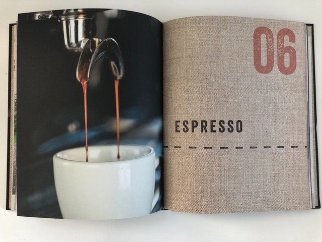 The Curious Barista's Guide to Coffee - Le Book Marque