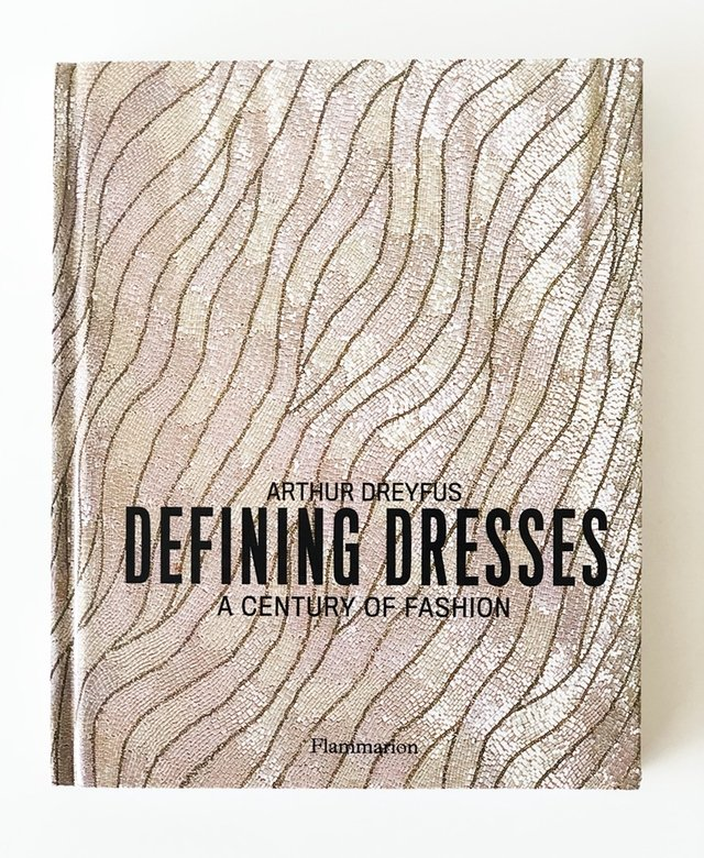 Defining Dresses: A Century of Fashion - Rizzoli - comprar online
