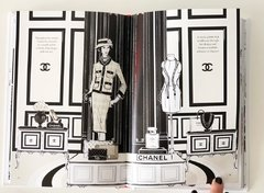 COCO CHANEL: The Ilustrated World of a Fashion Icon - Chronicles - Le Book Marque