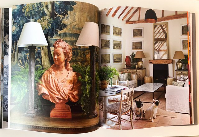 SIGNATURE SPACES. Well Travelled Interiors - Vendome - Le Book Marque