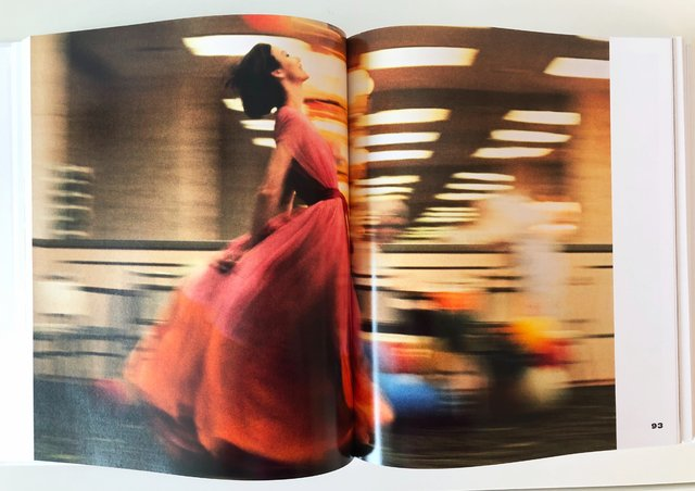 FASHION PHOTOGRAPHY: The Story in 180 pictures - Thames & Hudson en internet