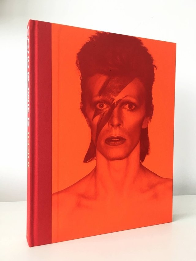 DAVID BOWIE - IS - V&A Museum Editions