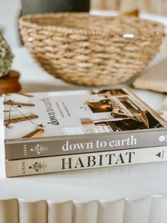DOWN TO EARTH: Laid back interiors for modern living. - comprar online