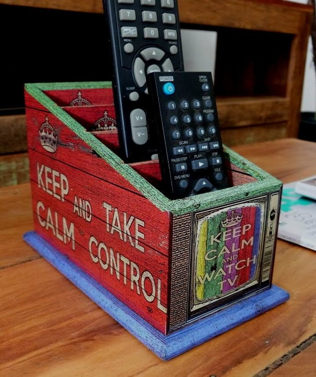 Porta-controles Keep Calm TV