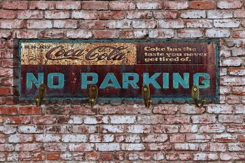 Cabideiro Coca Cola No Parking 12x40 cm - comprar online