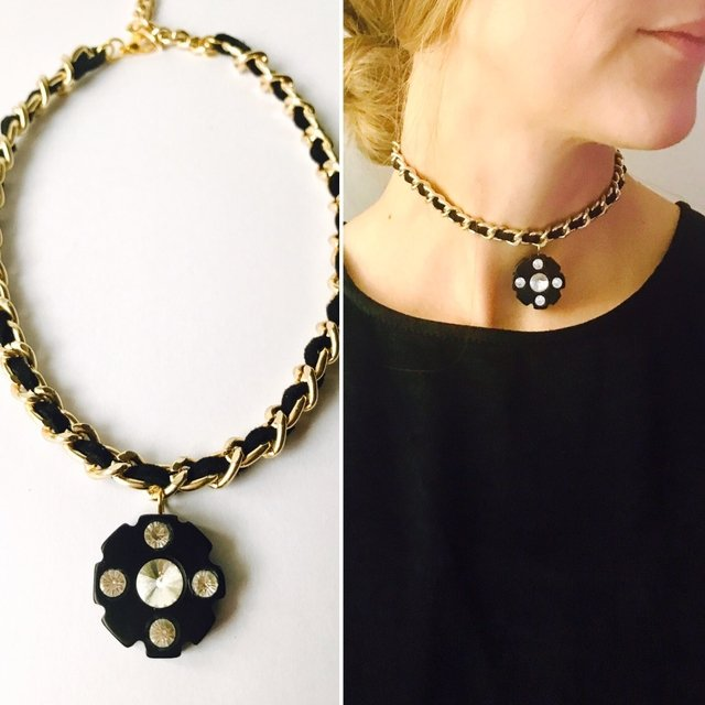 Collar Choker Chanel en internet
