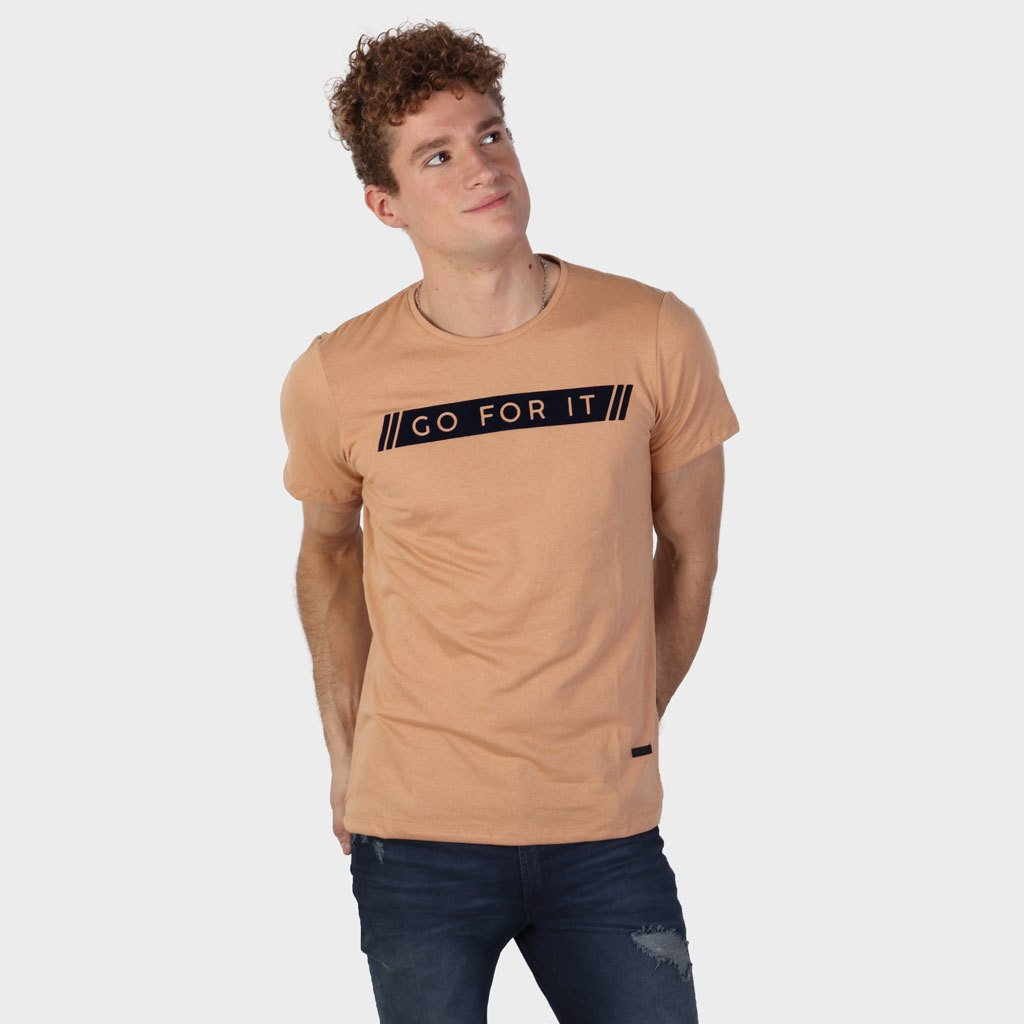 Remera Go For It Camel