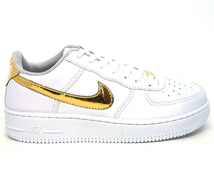 f187f099212 Tênis Nike Air Force 1 07 Branco e Dourado CR7-Edition