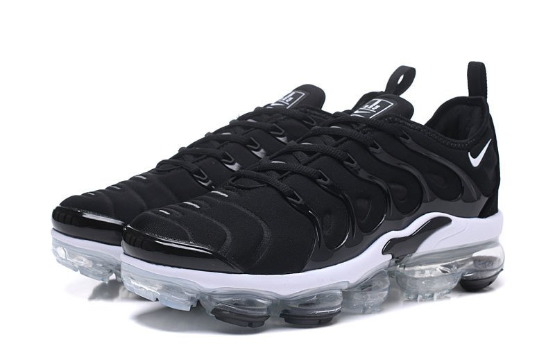 separation shoes fa8be 6492d Tênis Nike Air VaporMax Flyknit Plus Black White (Masculino)
