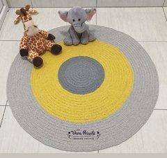 Tapete cinza e amarelo - Baby Vinícius