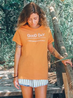 Camiseta Good Day Pêssego