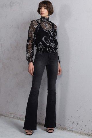 Calça Jeans Flare - SHOP FORUM OFICIAL  Calça Jeans Flare ... 6c83890a800