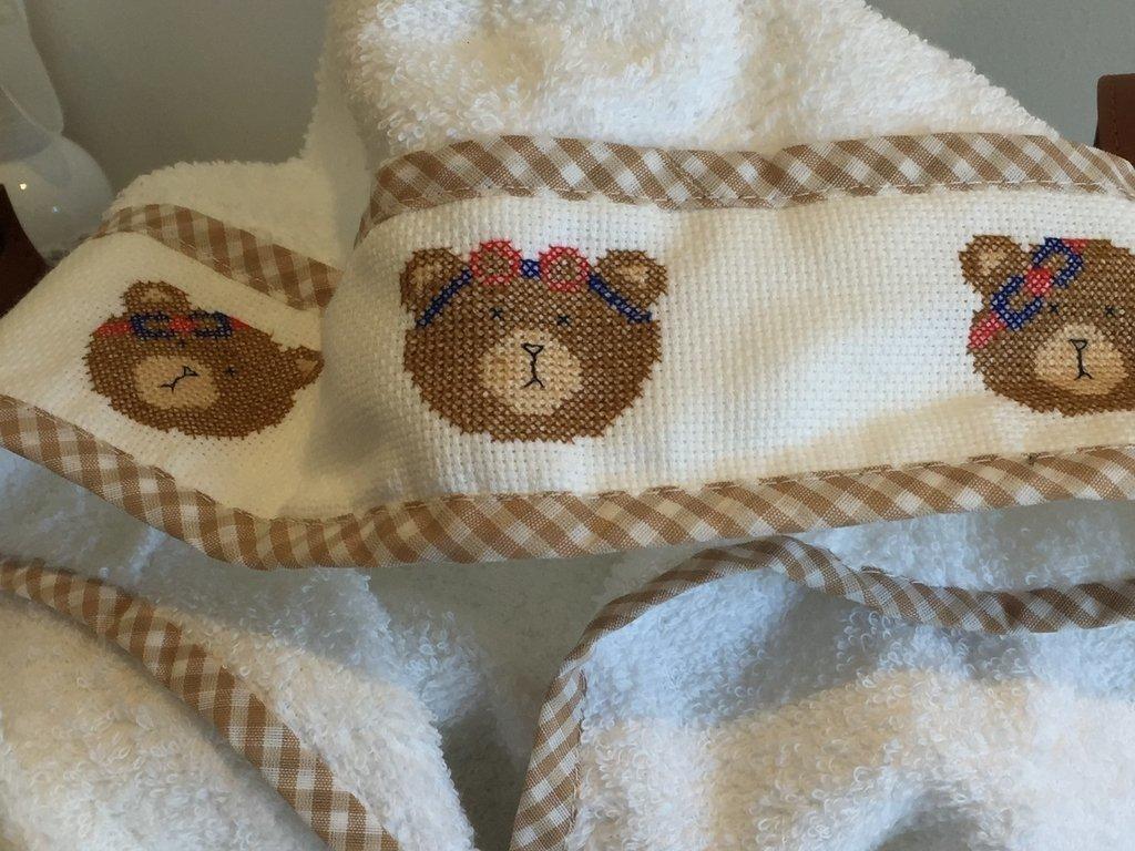Salida de baño de toalla bordada