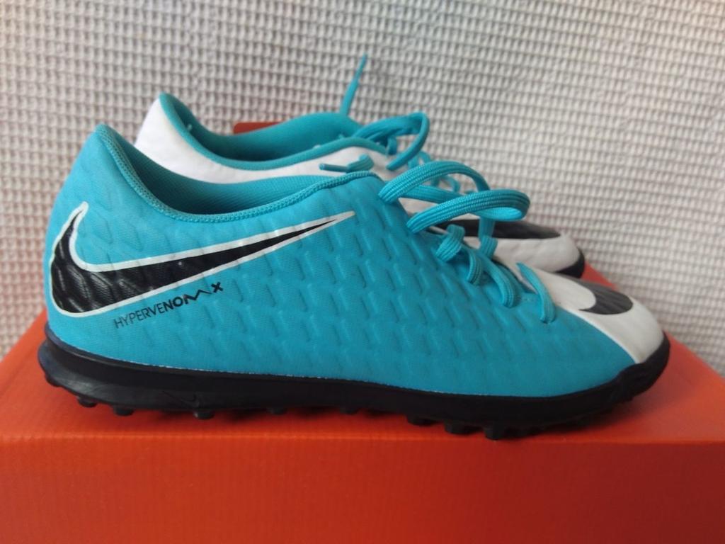 f3420af19e Chuteira Society Nike Hypervenom Phade 3 - Branco e Azul
