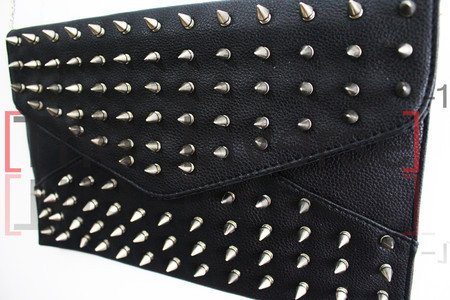 Maxi Clutch Spiked - The Inverse
