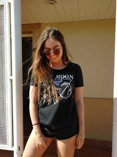 Remera triangulo THE MOON - comprar online