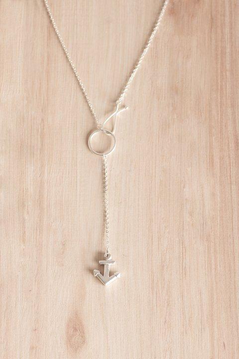8fd1304dc59c Collar casita de madera y cadena de plata corta by Bruselas