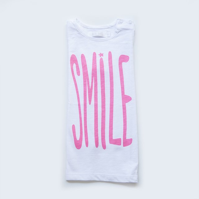 Remera Letras SMILE/ flamè blanco