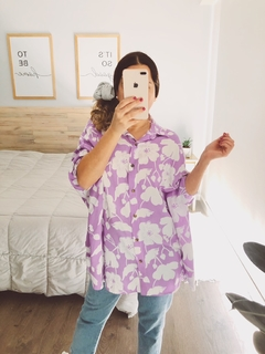 CAMISA OVERSIZE FLORES LILA