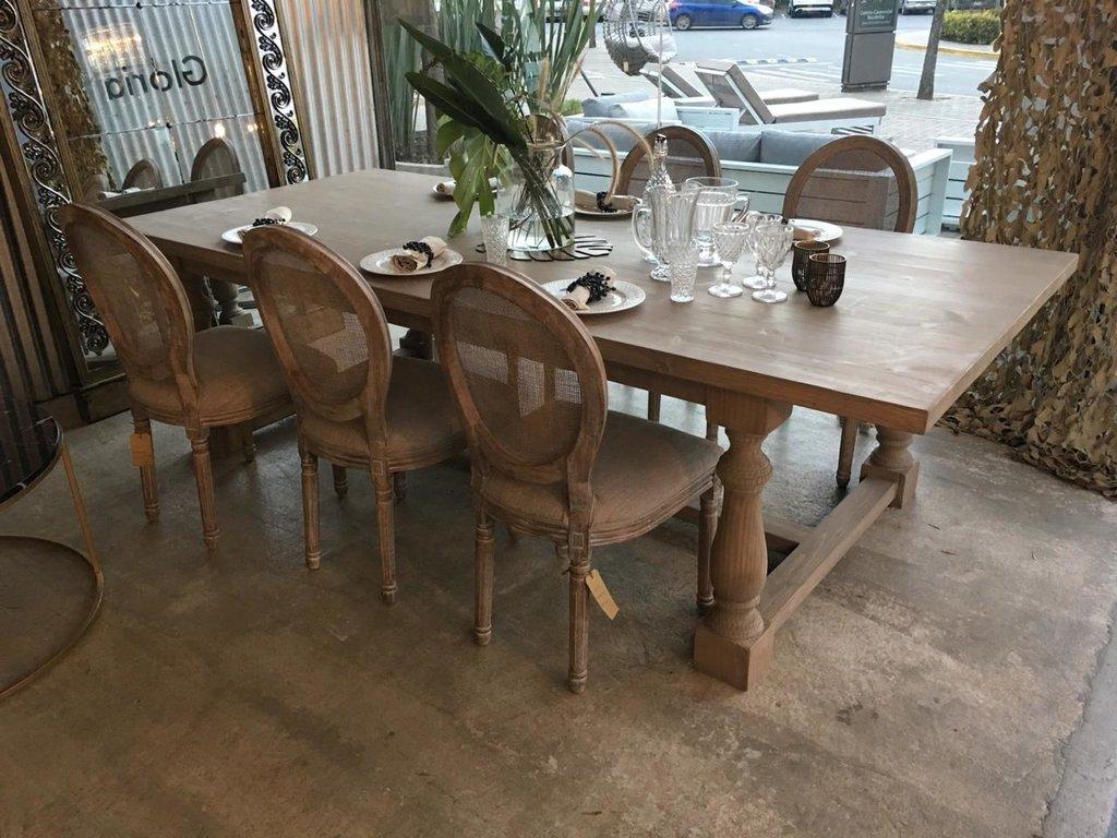 Mesa comedor, madera maciza patas tornadas