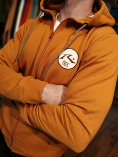 CAMPERA CANGURO RUSTY en internet