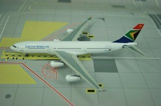 Miniatura Avião Phoenix 1:400 South African Airways A340-200