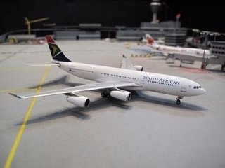 Miniatura Avião Phoenix 1:400 South African Airways A340-200 - comprar online