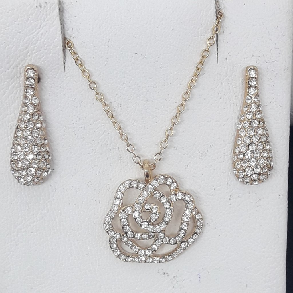 d243b5968993 Set collar y aros finos baño oro Swarovski elements