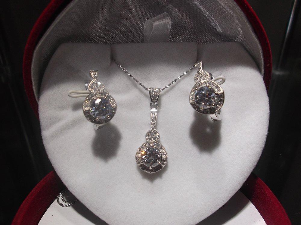 c5d2f66bc6c1 Set de collar y aros de plata rodinada y cubics