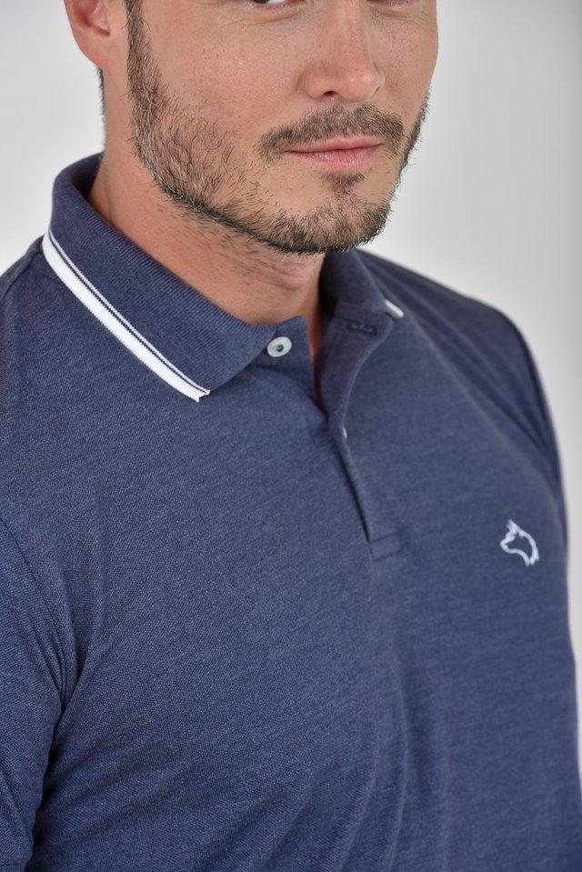 78be1ba686 ... Camisa Polo mescla azul marinho c  detalhes na gola e punhos na  internet ...