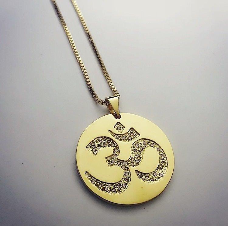 Mandala Símbolo Om cravejado com zircônias banhado em ouro 18k ccbf06baf6