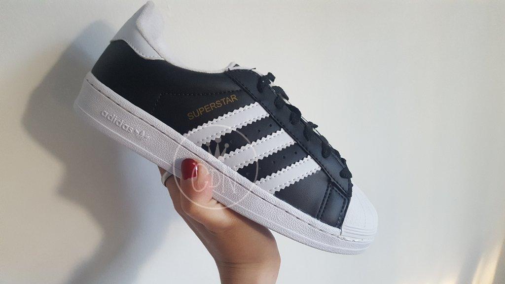timeless design 65ab4 e1895 Zapatillas Adidas Originals Superstar negras con puntera bla