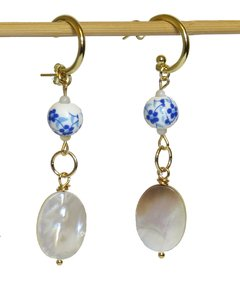 May earrings with golden ring and mother of pearl and china bead