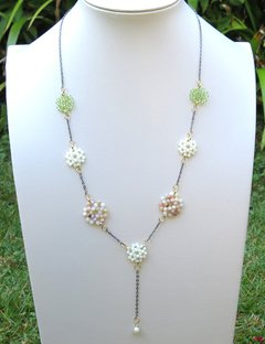 Bibelô long necklace with mother of pearl, peridot, rhodochrosite, black rhodium chain, golden elements and baroque pearl pendant