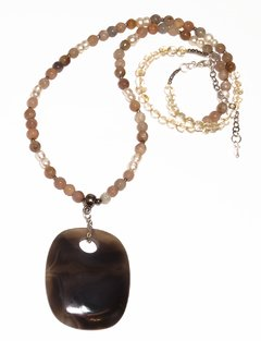 Mada necklace with agate pendant and moonstone strand, double pearls and faceted hematite - buy online