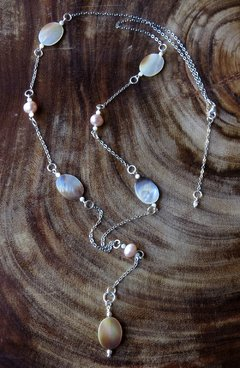 Sabrina Necklace with light pink pearl and mother of pearl