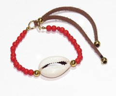 Itacaré coral bracelet in beads of glass, leather, cowrie shell and golden details